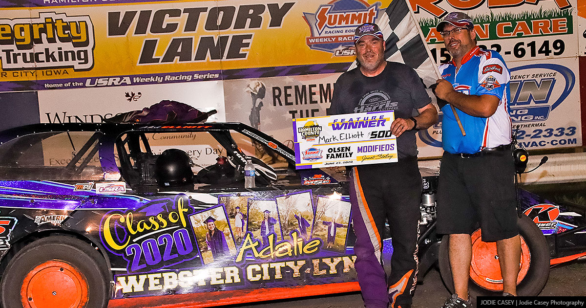 Mark Elliott won the Olsen Family USRA Modified main event.
